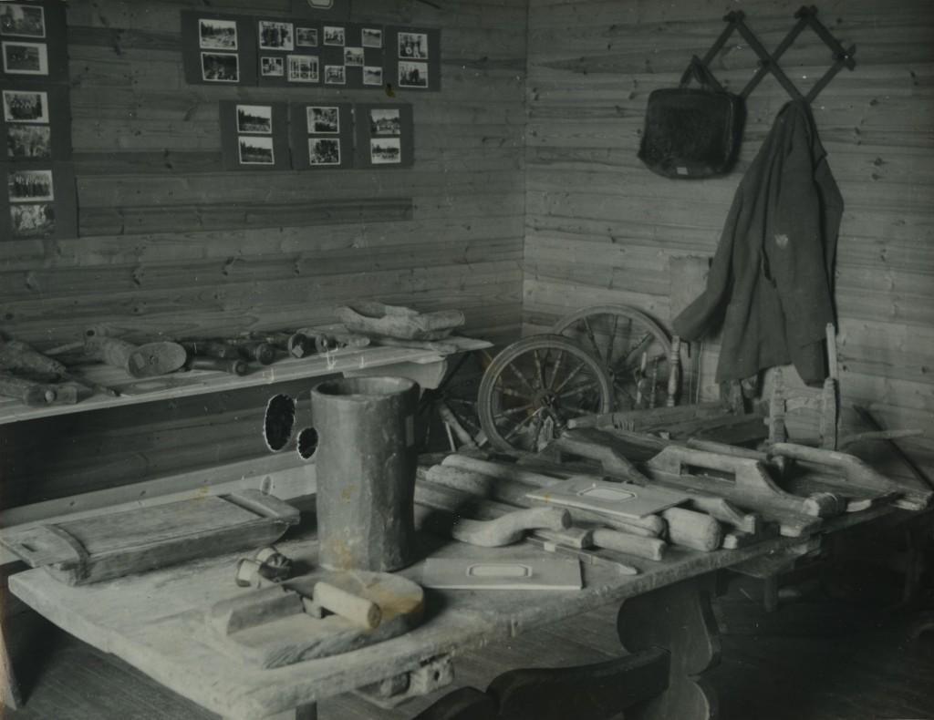 Ensimmäisen museomme esineistöä