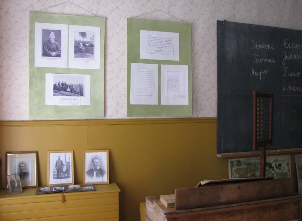 Kuvia näyttelystä ja Hildan käsialanäytteitä