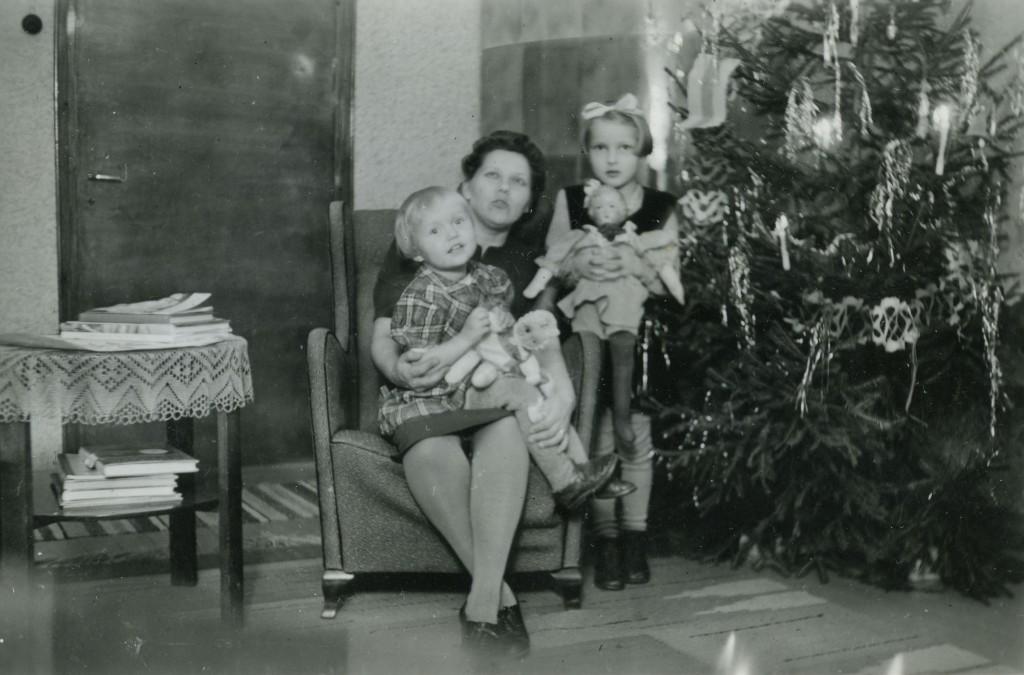 Elsa Pessalan valokuvakansiosta löytyi joulukuva. Olisiko 40-luvun lopussa otettu